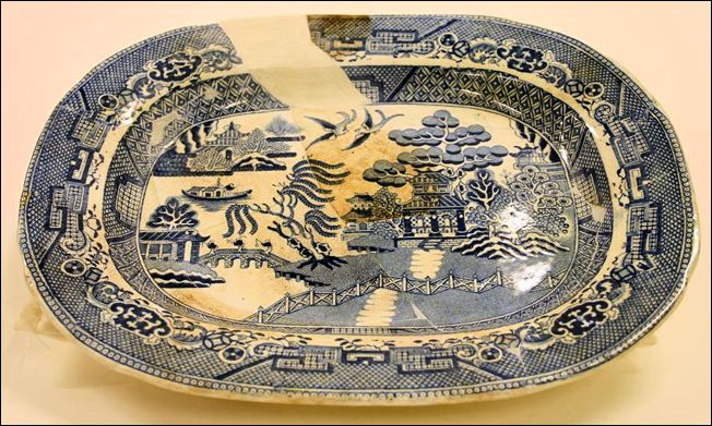 Hulse, Nixon & Adderley platter in the traditional Willow Pattern