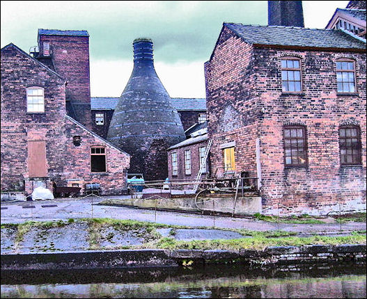 the bottle oven at the Middleport Pottery