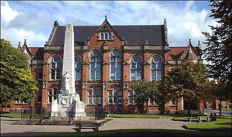 the war memorial that stands in front of the Renaissance-styled Fenton town hall