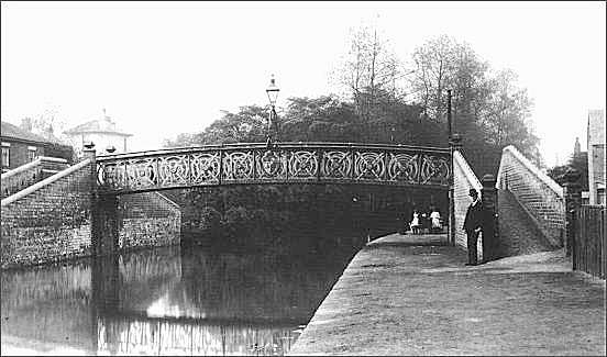 The footbridge over the Newcastle Canal was near to Nursery Street