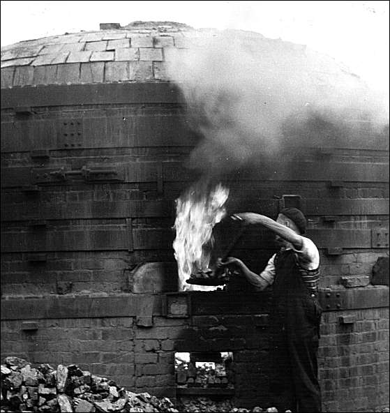 Wheatly & Co Ltd – Firing Bricks & Roof tiles in a Beehive Kiln 'Blue Oven'